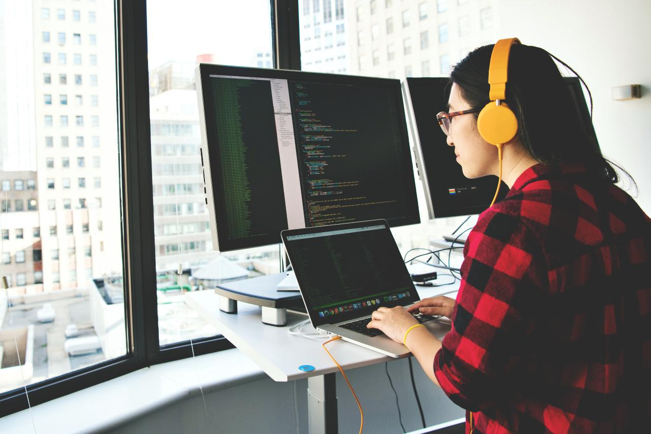 Website Builders, Page Builders, VS The Bog Standard