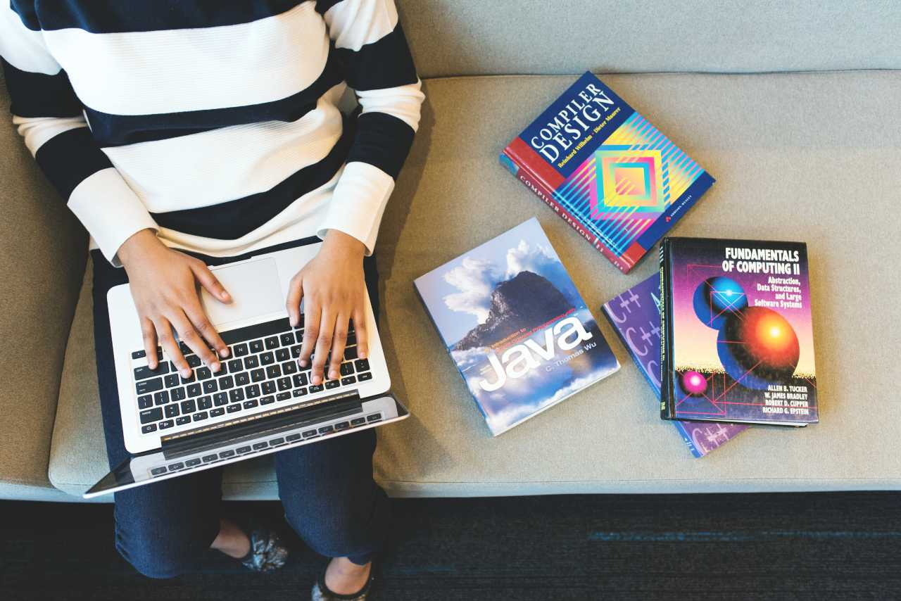 13 Awesome Websites To Follow If You're A Web Developer
